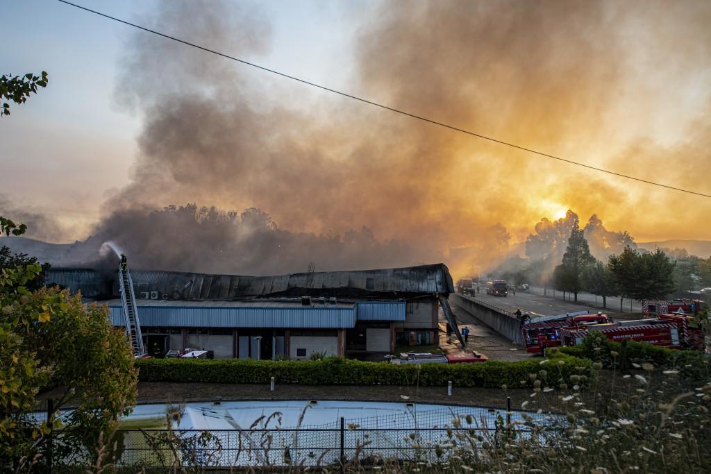 Incêndio na fábrica Bradco na zona industrial de Felgueiras, Castelo de Paiva, 13 de julho de 2020. OCTAVIO PASSOS/LUSA